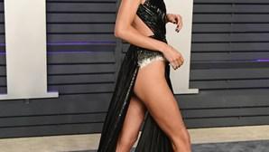 Kendall Jenner marca 'after party' dos Óscares com vestido ousado