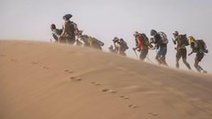 Maratona no deserto leva atletas ao extremo em seis etapas