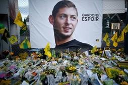 Clube do Nantes homenageia Emiliano Sala e retira camisola 9