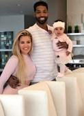 Khloé Kardashian e Tristan Thompson com a filha True