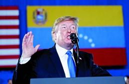 Trump discursou em Miami ante membros da comunidade venezuelana e elogiou a coragem dos que combatem Maduro