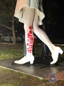 Estátua do fim da Segunda Guerra vandalizada por feministas do movimento '#MeToo'