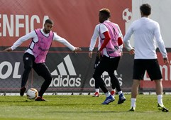 Bruno Lage surpreende e aposta em Taarabt na véspera da Liga Europa