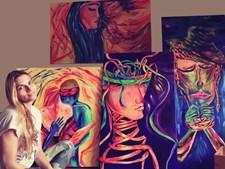 Inês Terrahe com algumas dos quadros que pintou