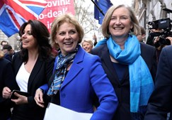 As deputadas britânicas Heidi Allen (esq), Anna Soubry e Sarah Wollaston