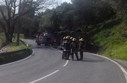 Camião tomba na EN9, em Alenquer