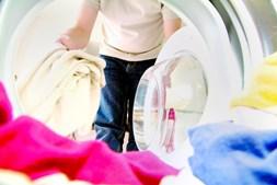 Temperaturas mais altas na lavagem da roupa ajudam a eliminar possíveis fontes de reações alérgicas