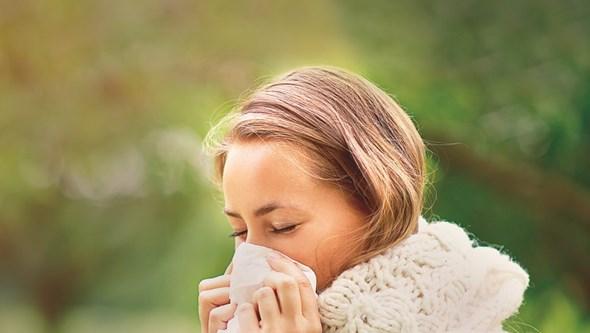 Tem sinusite? Diminuição do olfato e voz anasalada são alguns dos sintomas
