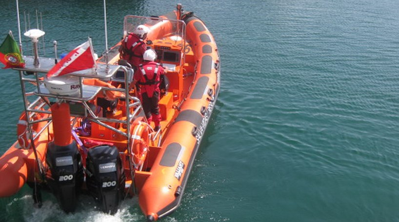 Resultado de imagem para Estação Salva-Vidas de Aveiro socorreu dois tripulantes de mota de água à deriva