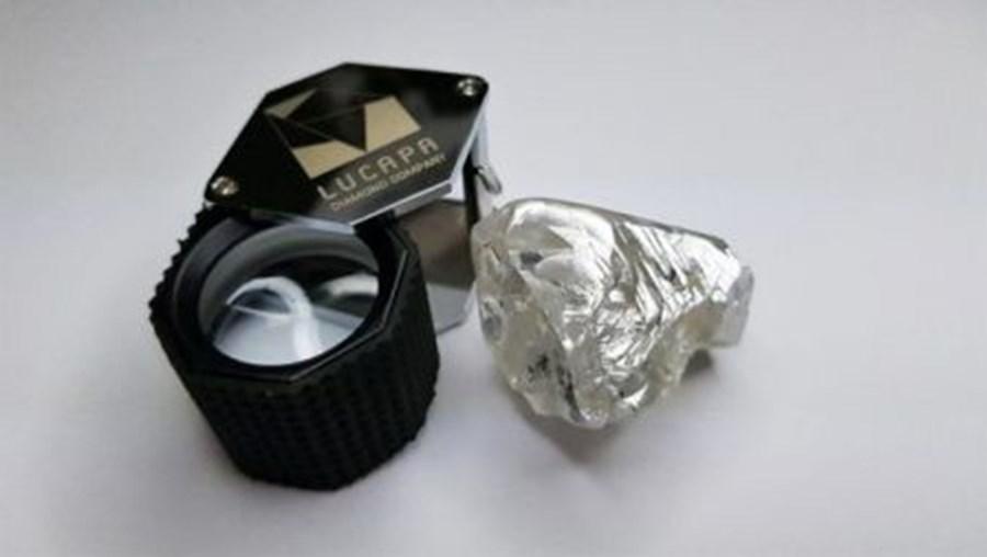Diamante com 128 quilates encontrado em mina de Angola