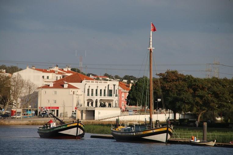 Navio Galeão Amendoeira regressa às águas em Alcácer do Sal