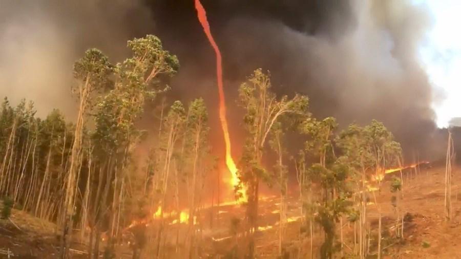 Tornado de fogo durante incêndio na região de Western Australia