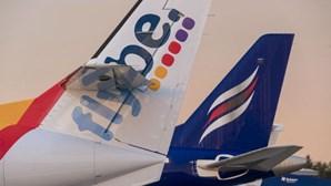 Companhia aérea britânica Flybe entra em liquidação judicial e cessa atividades devido ao coronavírus