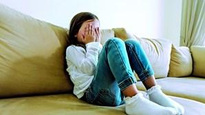 Mãe agride filha violada e protege o padrasto abusador