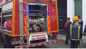 Oficina de automóveis arde em Valadares, Gaia