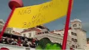 Palhaços desfilam no carnaval de Sesimbra