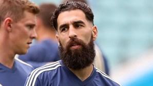 Jovem sueco multado por insultos racistas na Internet ao futebolista Durmaz