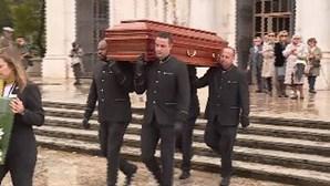 Emoção e dor no adeus a Jô Caneças
