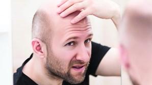 Queda de cabelo registada em mais de 50% dos sobreviventes do novo coronavírus