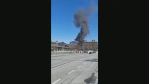 Autocarro explode no centro de Estocolmo e lança nuvem negra sobre a cidade