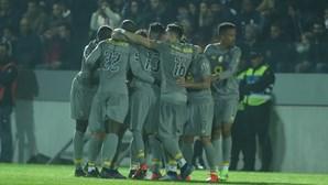 Dragões vencem num jogo marcado por interrupções e sobem à liderança da I Liga