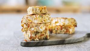 Frittata de pimentos e queijo: uma omeleta fácil e nutritiva que se prova à italiana