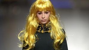Propostas coloridas e bizarras no Portugal Fashion