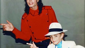 Fãs de Michael Jackson processam vítimas de abuso sexual por mancharem reputação do Rei do Pop