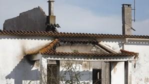 Incêndio destrói primeira escola de aviação em Portugal
