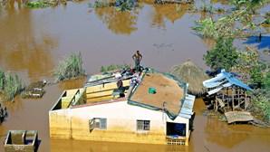 Milhares de desalojados à espera de socorro em Moçambique