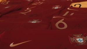 Jogadores da Seleção autografam camisolas para ajudar Moçambique
