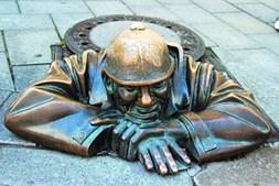 'Man at work' é uma estátua muito procurada por turistas