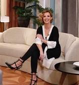Cristina Ferreira mostra-se com sapatos de mais de mil euros no dia da mulher