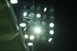 Partida ficou marcada pelas falhas de iluminação no Estádio Marcolino de Castro.