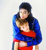 Michael Jackson conheceu James Safechuck, de dez anos, num anúncio da Pepsi e os dois nunca mais se separaram