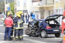 Violenta colisão frontal mata jovem e corta Avenida Marginal na Cruz Quebrada