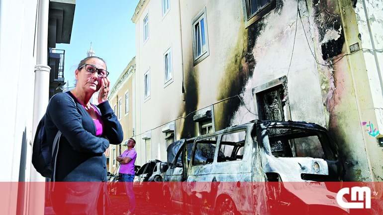 6bd2db66dd9cc Incendiário lança fogo a 12 carros em Lisboa - Portugal - Correio da ...