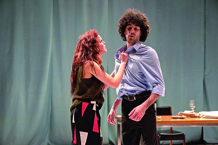 Helena Caldeira, como Júlia, e Vicente Wallenstein, no papel de João, dão vida à peça reescrita por Tiago Rodrigues