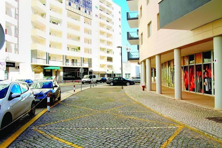 Desentendimento por causa de cigarro aconteceu de madrugada na rua António Feu, na Praia da Rocha