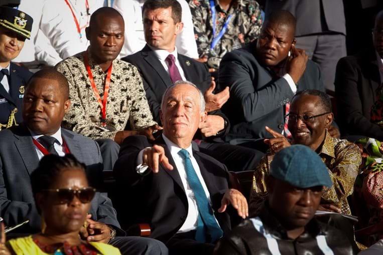 Marcelo Rebelo de Sousa quebra protocolo e vai ao carnaval de Luanda 6