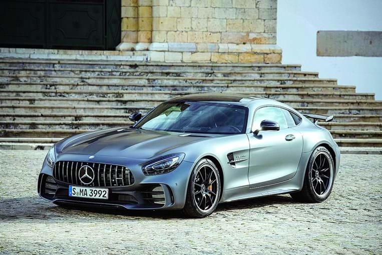 Cristina Ferreira adquiriu um Mercedes AMG GTM, avaliado em 157 mil euros. Este modelo, que dispõe de várias mordomias, pode atingir os 318 km/hora