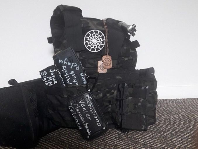 Terrorista divulga imagens de armamento nas redes sociais dias antes do ataque