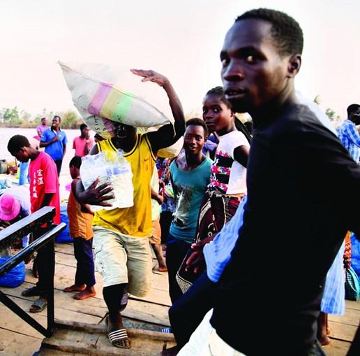 Depois das buscas, a prioridade agora é ajudar as populações afetadas