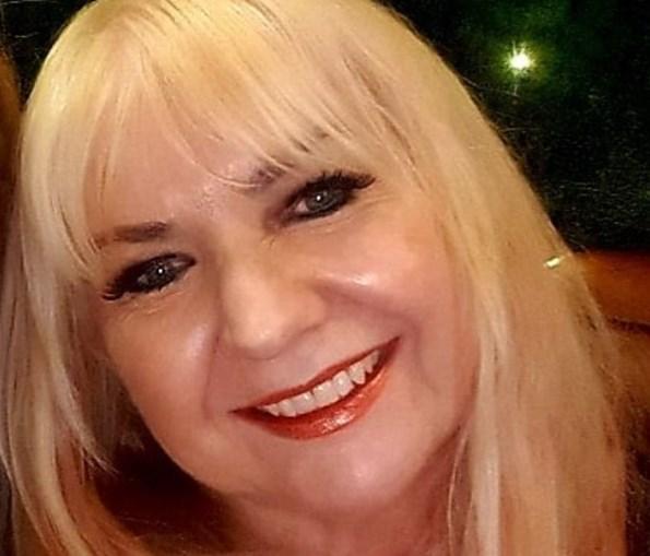 Mulher de 57 anos revela que namorou com 200 rapazes mais novos