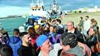 Palmas, balões e emoção no regresso dos pescadores a Peniche