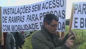 Trabalhadores da conservatória do registo civil da Marinha Grande estão em protesto