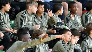 Filho de Cristiano Ronaldo está em Portugal e brilha no relvado