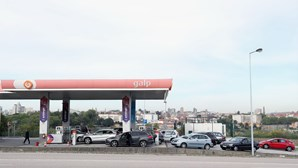 Sete camiões cisterna saem de Aveiras para cumprir serviços mínimos