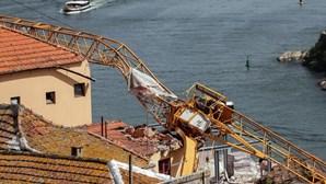 Empresa que instalou as gruas que caíram no Porto avança com queixa contra sindicato