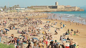 Quatro menores assaltados na praia de Carcavelos